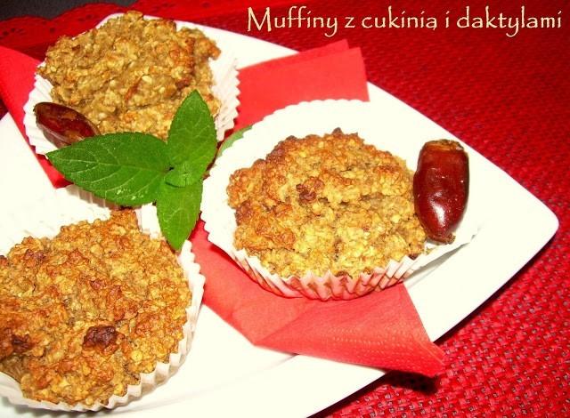 Muffiny z cukinią i daktylami